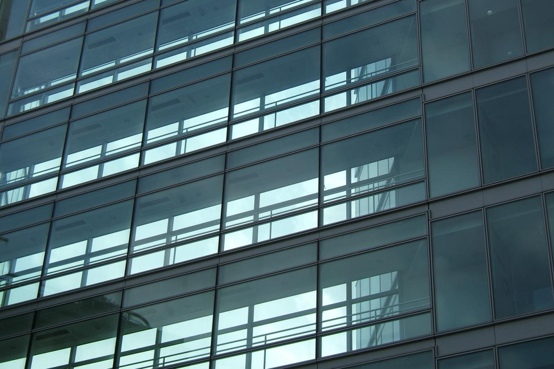 Bankszékház hővédelme ablakfóliázással